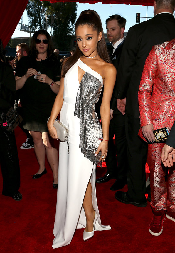 ariana-grande-grammy-2015-red-carpet