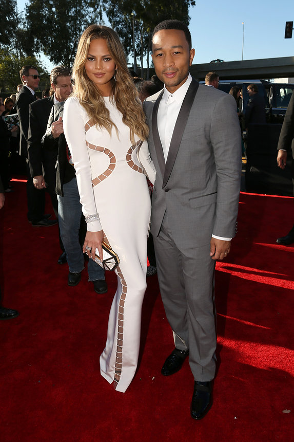 chrissy-teigen-john-legend-grammy-2015-red-carpet
