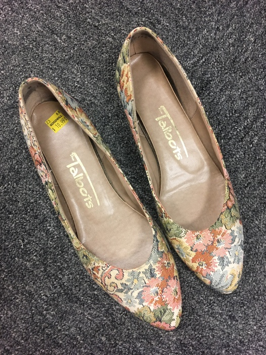 vintage pumps found at Kings Highway Goodwill