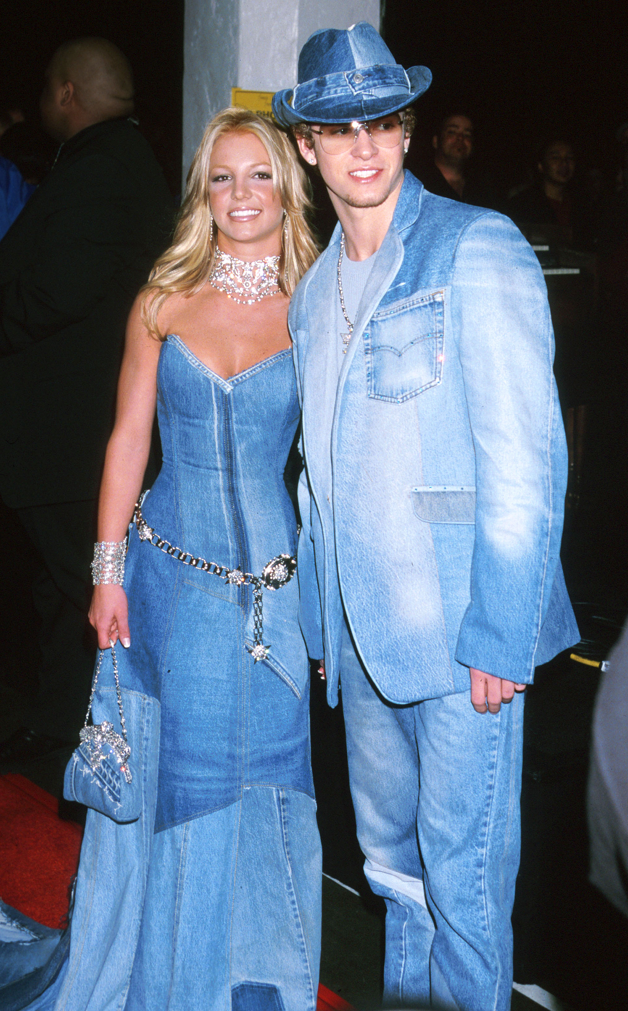 ustin Timerberlake and Britney Spears don denim outfits for the 2001 VMAs